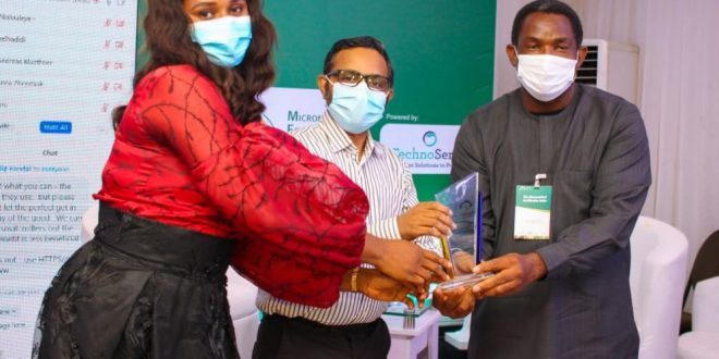 CFM Bags Award for Contributions to Food Fortification in Nigeria